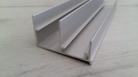 YE-004 Долна релса алуминии , 3 м.